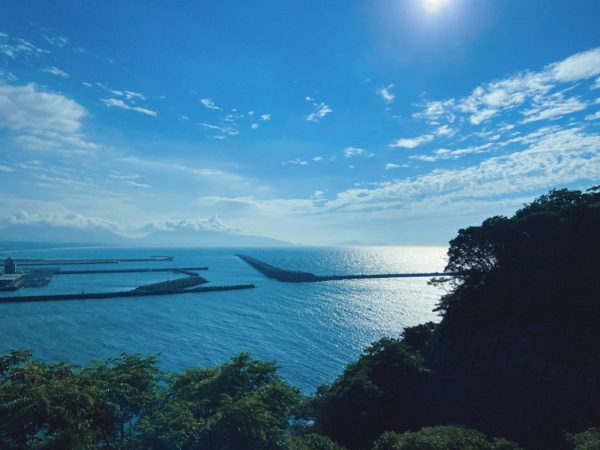 芦屋町山鹿町の美しい海の景色。